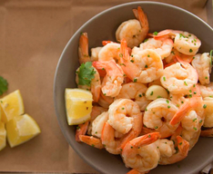 California-based fast casual Slapfish, which serves a range of premium seafood items—including a Bowl of Shrimp either chilled or fried—partners with Aquarium of the Pacific to develop and maintain a sustainable sourcing plan.